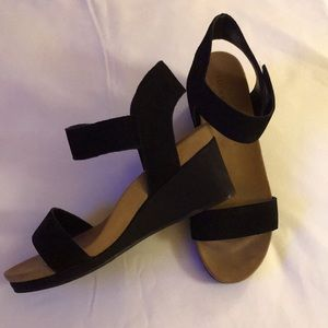 Women's wedge sandals.